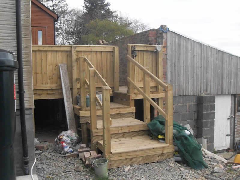 Left view of step to decking