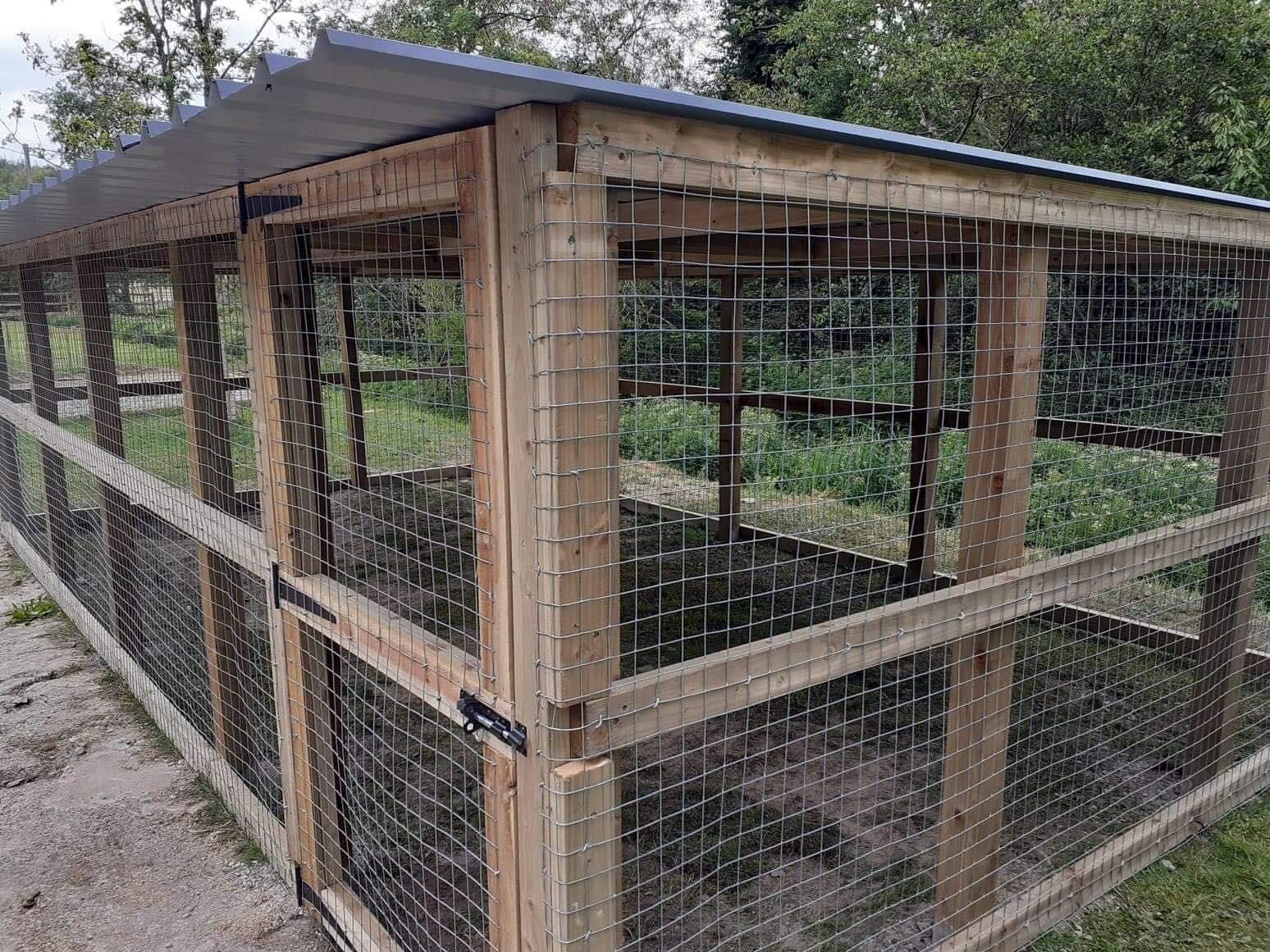 Kennel enclosure
